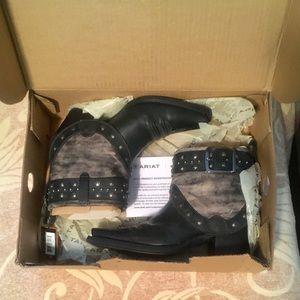 NWT Ariat boots. Tag states 7M-fits more like a 6M